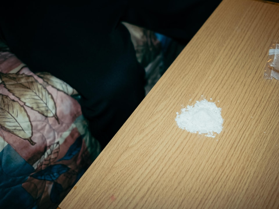 De la cocaïne sur une table.