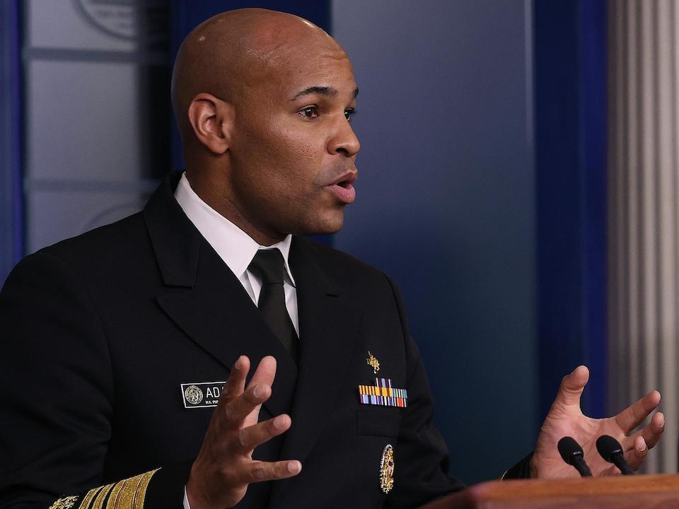 Le Dr Jerome Adams lors d'une conférence de presse à la Maison-Blanche.