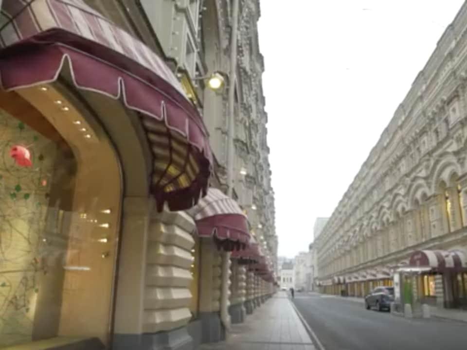 Une rue vide de Moscou.