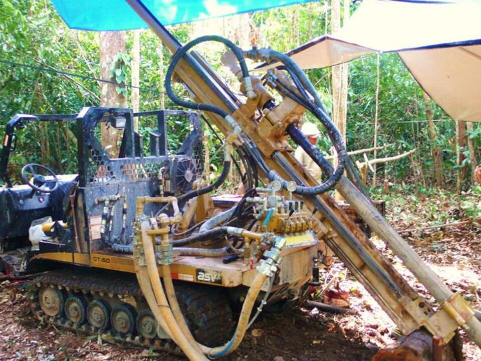 Foreuse de Cosigo Resources dans l'Amazonie colombienne