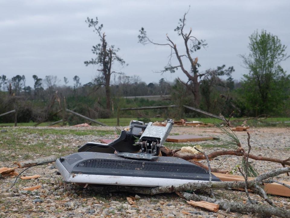Le bar de David et Cindy McBrate a été détruit par une tornade.