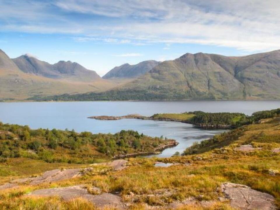 Vue du Loch Torrido en Écosse.