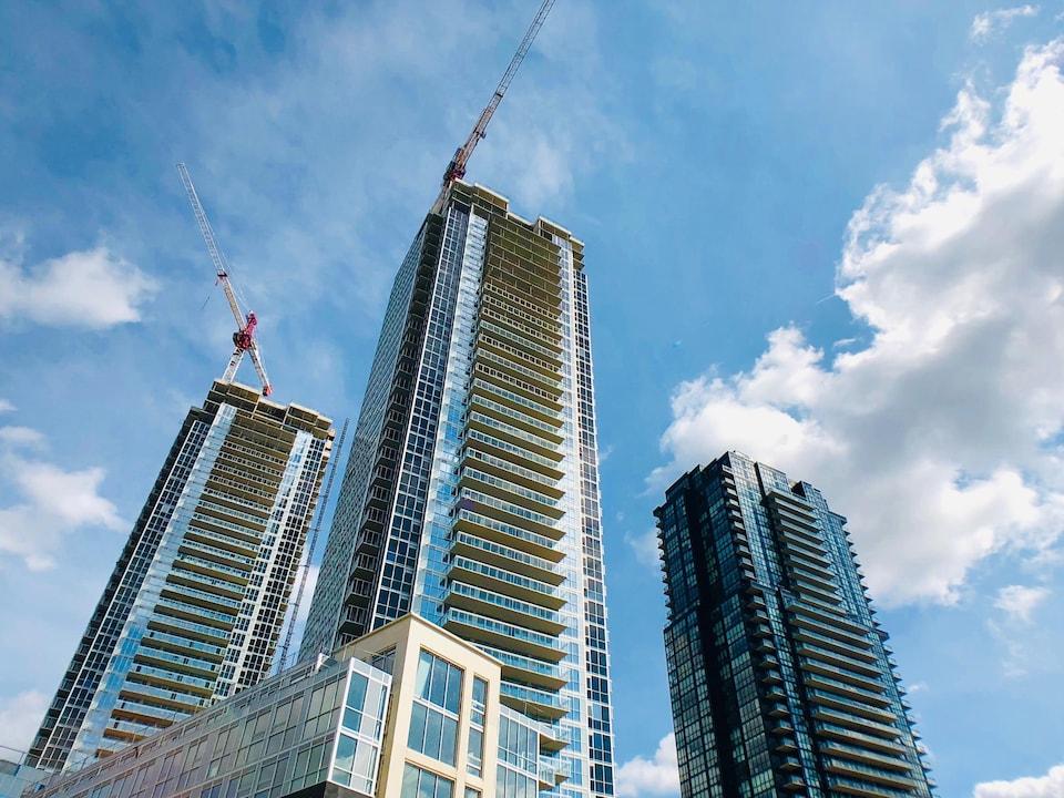 Des immeubles de copropriétés en construction.