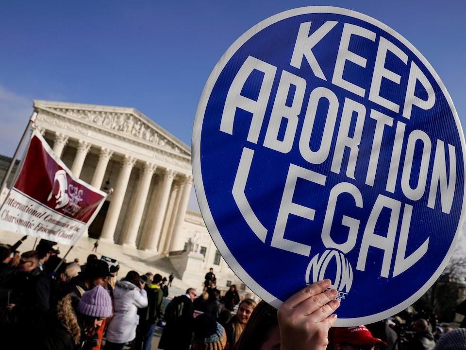 Une manifestation pro-avortement devant la Cour suprême des États-Unis