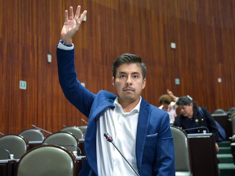 Guillermo Rafael Santiago Rodriguez dans l'exercice de ses fonctions.