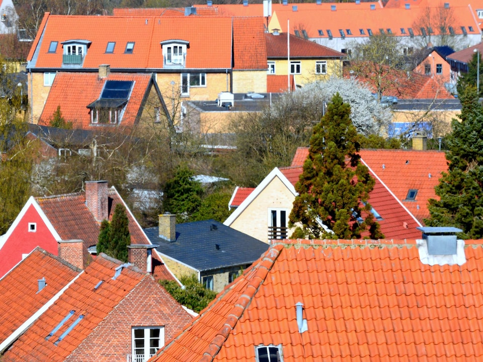 Toits de zones résidentielles à Hillerød, au Danemark.