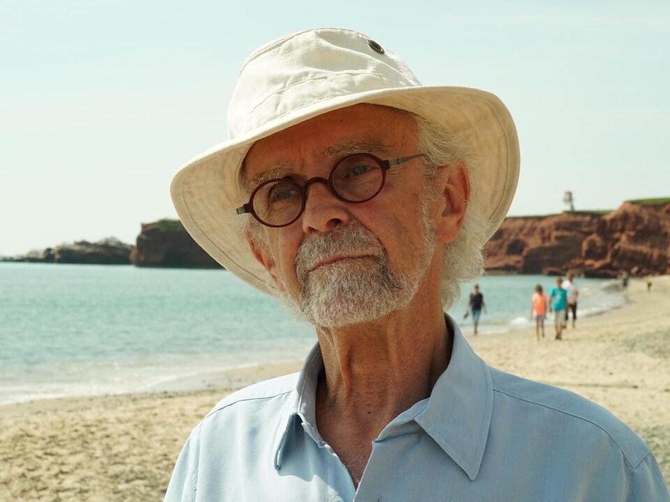 Jeannot Gagnon sur la plage.