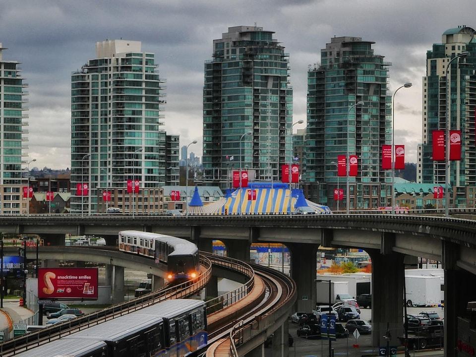 Des tours d'habitation à Vancouver.