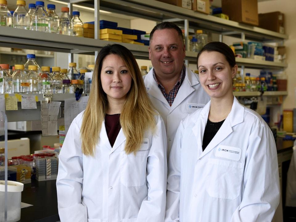 L'équipe de recherche : Viviane Tran, étudiante au doctorat, Jean-François Côté et Marie-Pier Thibault, assistante de recherche.