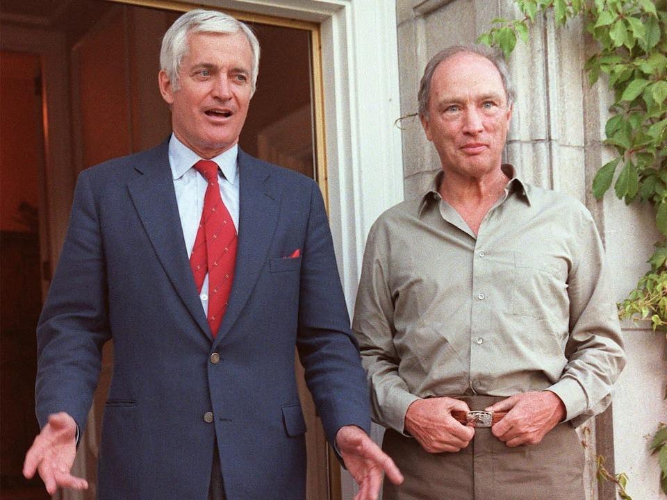 John Turner et Pierre Trudeau sont côte à côte.