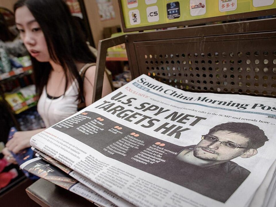 Edward Snowden, à la une du principal journal de Hong Kong, en juin 2013.