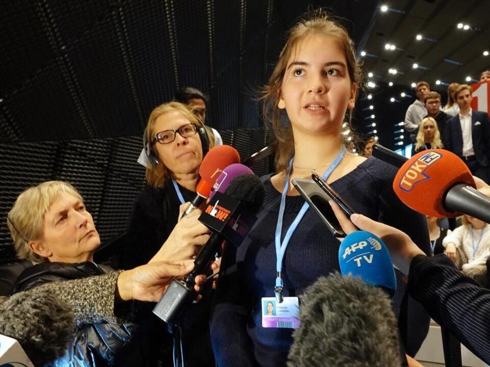 Malgorzata Czachowska répond aux questions de journalistes.