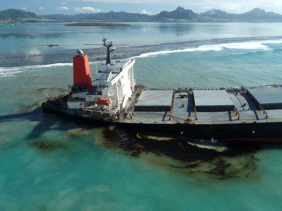 Le vraquier MV Wakashio s'est échoué sur un récif le 25 juillet à proximité de deux des trois sites Ramsar de l'île Maurice.