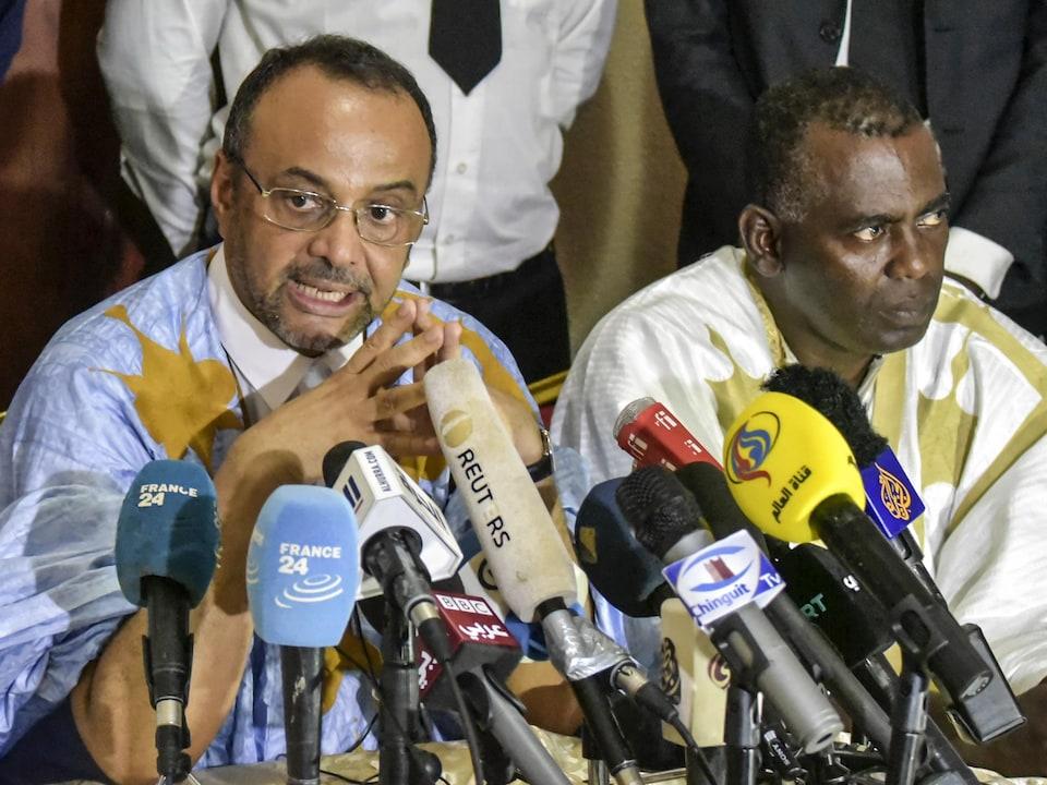 Sidi Mohamed Ould Boubacar et Biram Ould Dah Ould Abeid en conférence de presse.
