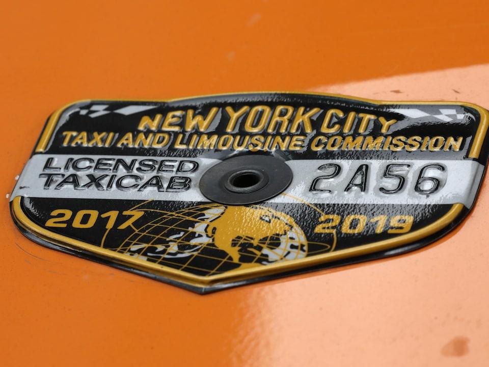 Un médaillon de taxi de la Ville de New York