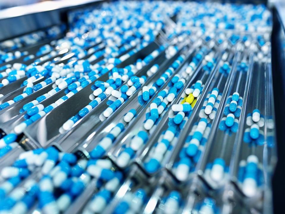 Chaîne de production de médicaments.