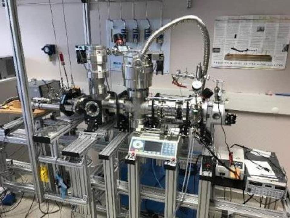 Le système qui permet de mesurer la masse d'objets nanométriques.