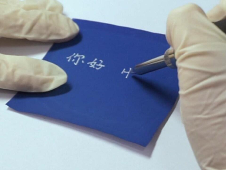 Le papier est réinscriptible, durable et facile à utiliser.