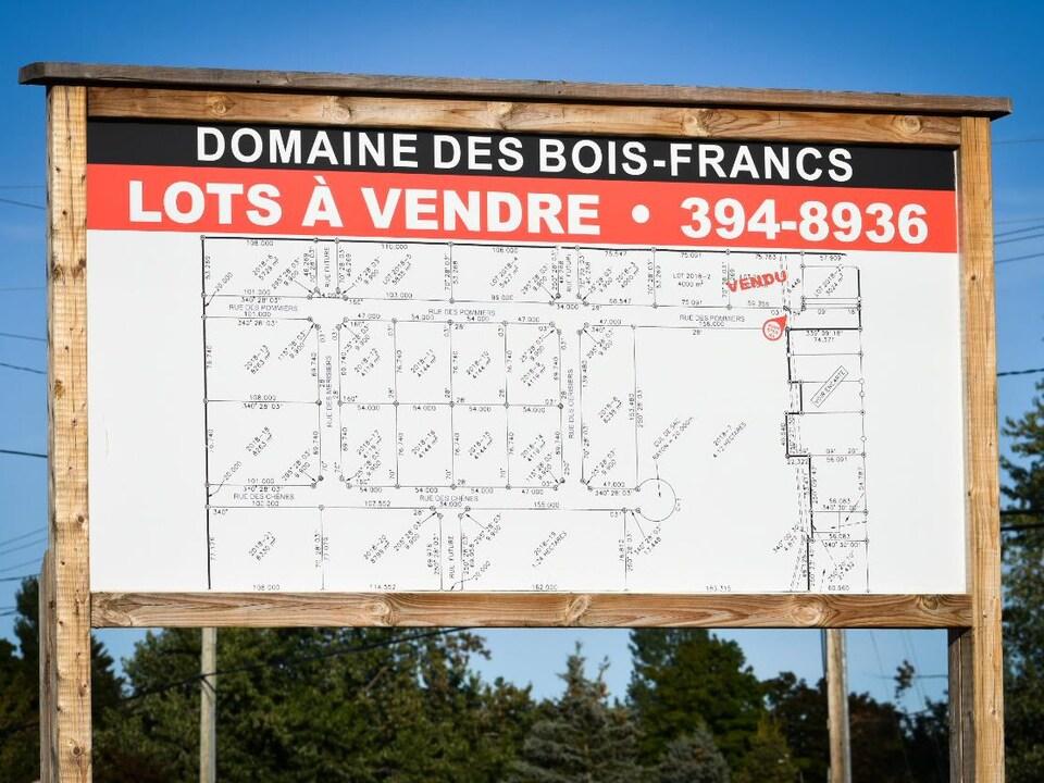 Un panneau annonçant un projet de développement résidentiel à Paquetville.