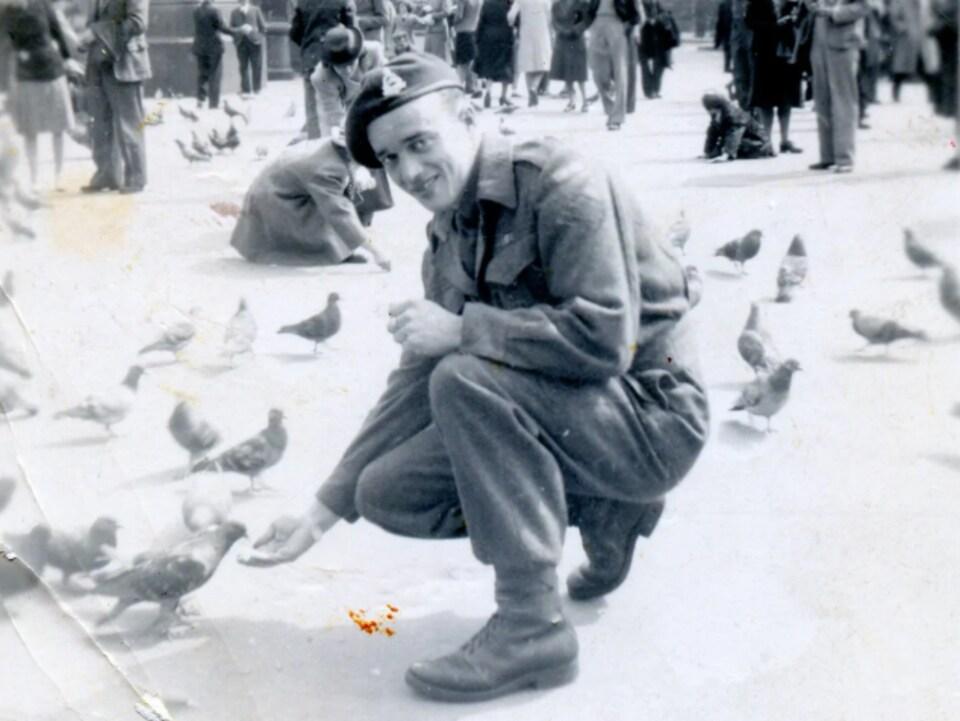 Paul-Étienne Saint-Laurent photographié alors qu'il se trouvait à Londres.