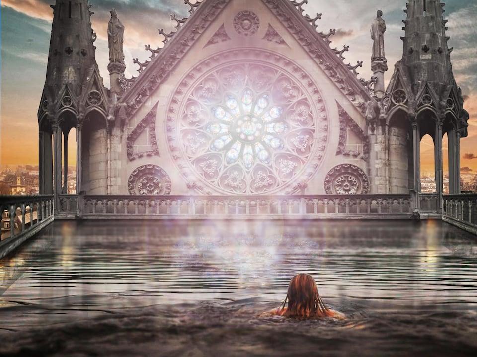 On voit la piscine imaginée sur le toit de Notre-Dame et une femme qui s'y baigne.