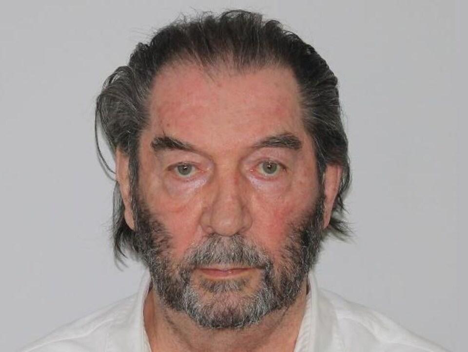 Une photo d'identification de Roland Leroux.