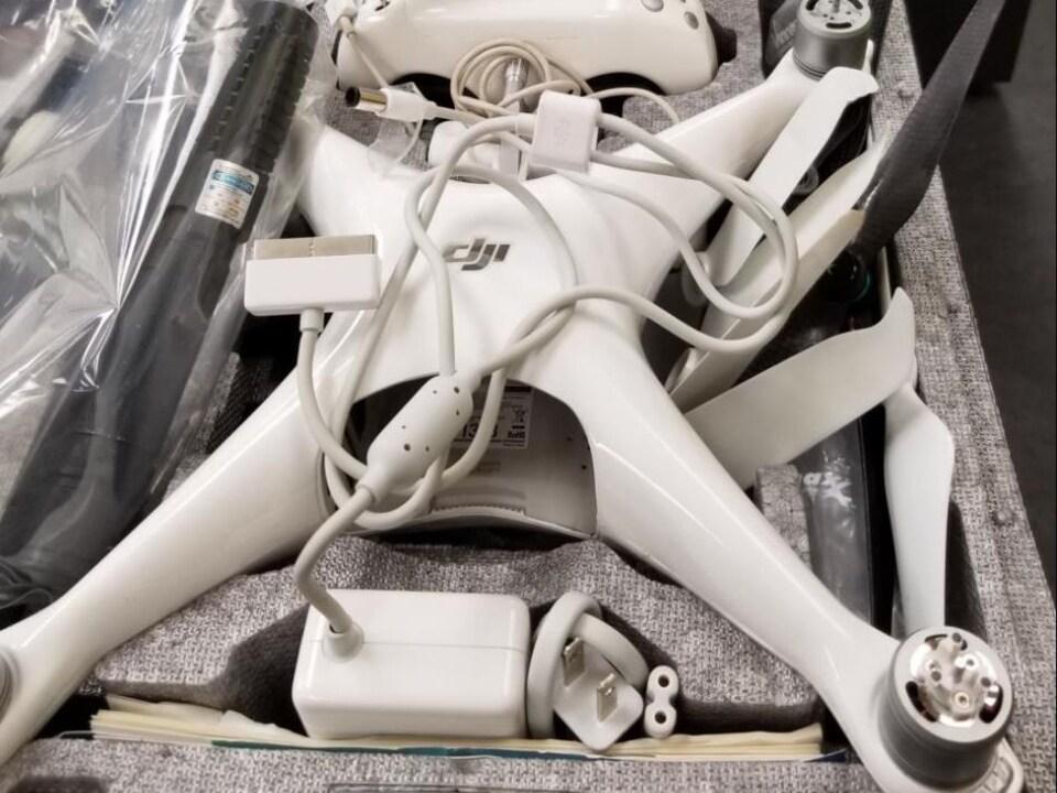 Drone dans une boîte.