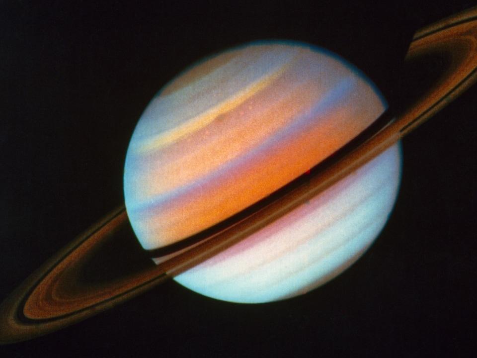Image de Saturne captée le 18 octobre 1980 par la sonde Voyager 1.