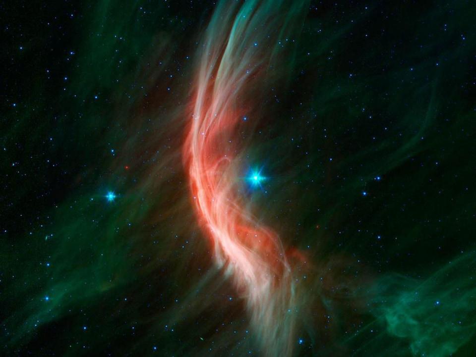 Les vents autour de l'étoile Zeta Ophiuchi (au centre) mènent à la formation d'un arc dans un filament de poussière (rouge).