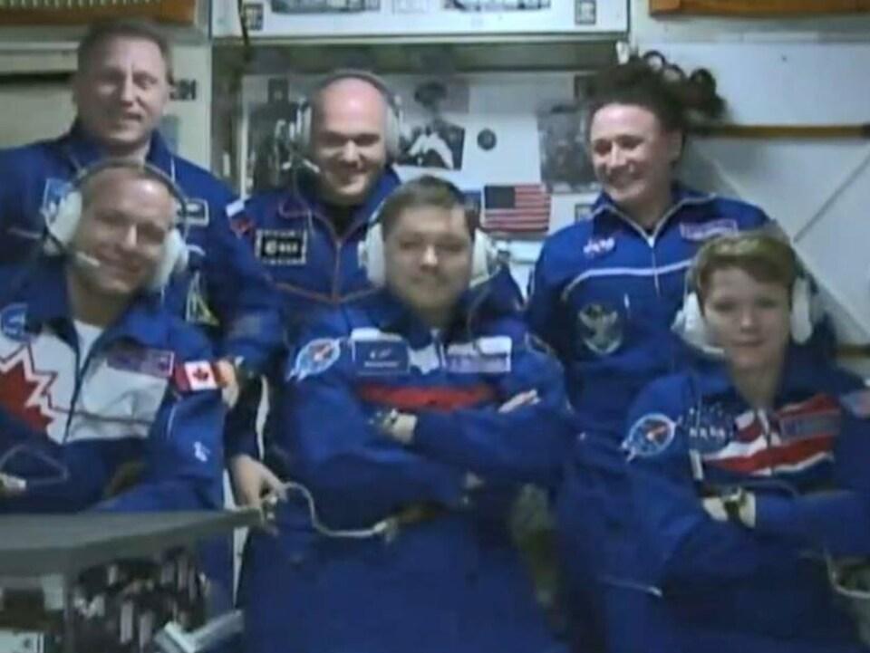 Les équipages de la capsule Soyouz et de la SSI.