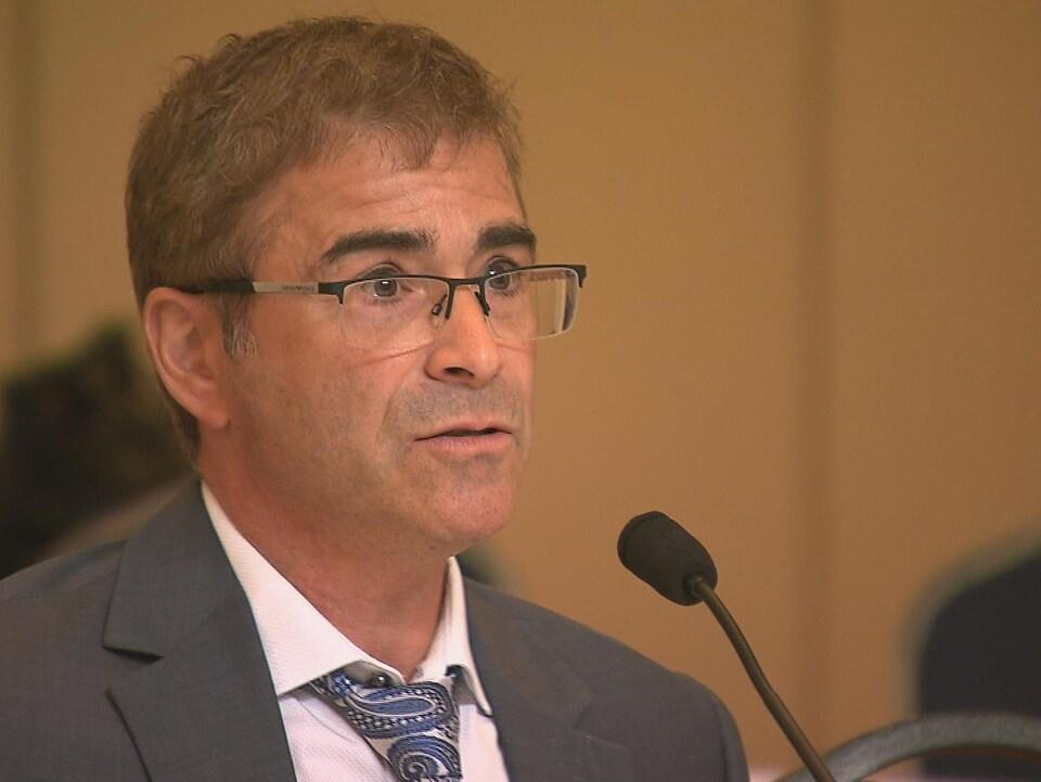Le directeur de la santé publique du Bas-Saint-Laurent, Dr Sylvain Leduc.