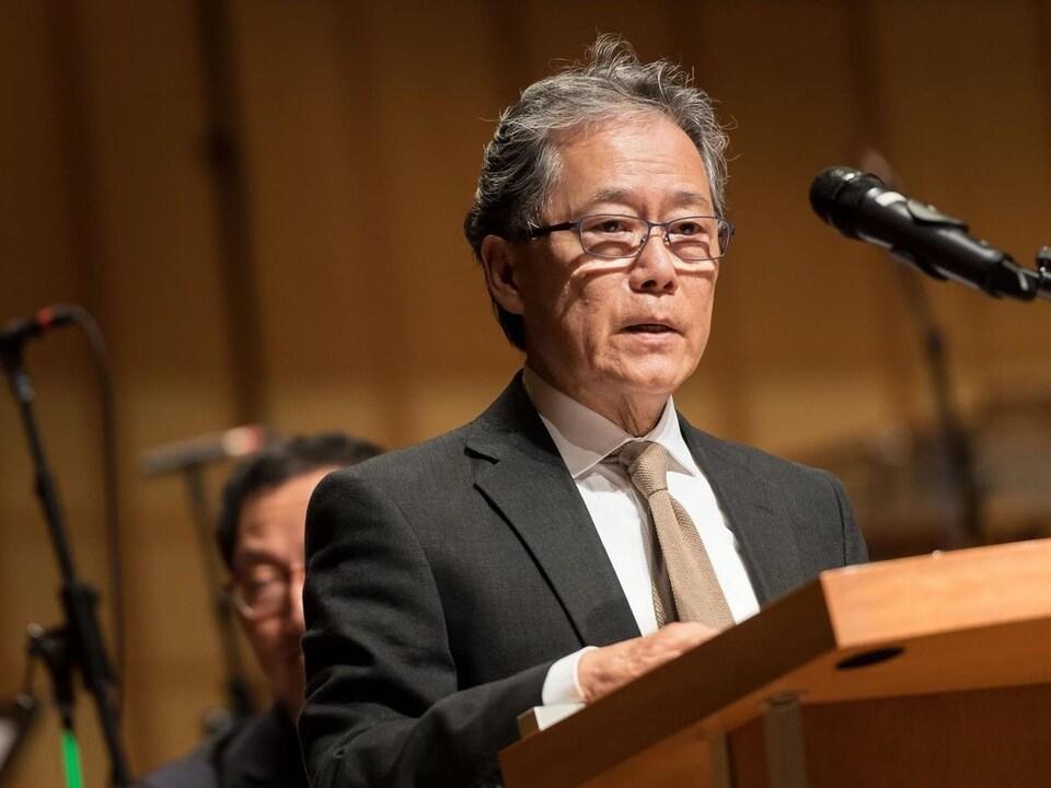 Tom Chan, en avril 2017, lors d'une cérémonie soulignant les 20 ans du Chan Centre de l'Université de la Colombie-Britannique