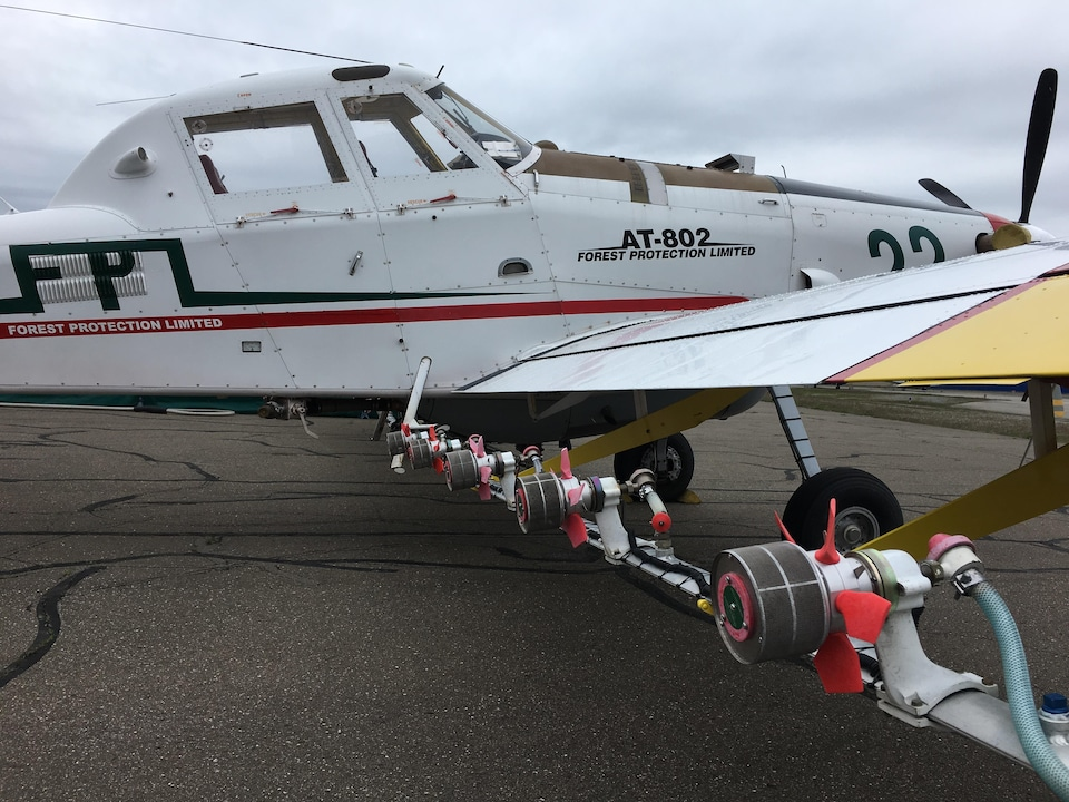 Le système de gicleurs installé sous les ailes des avions qui participent à la lutte contre la tordeuse des bourgeons de l'épinette