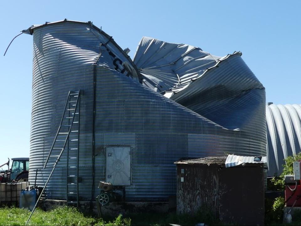 Un silo endommagé.