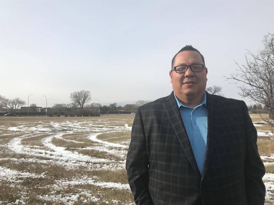 Whelan Sutherland sur le terrain de la caserne Kapyong à Winnipeg.