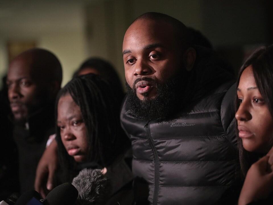 Une femme noire et lesbienne élue maire — Première à Chicago