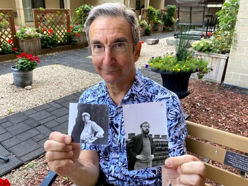 Martin Zeilig montre deux photos de son frère.