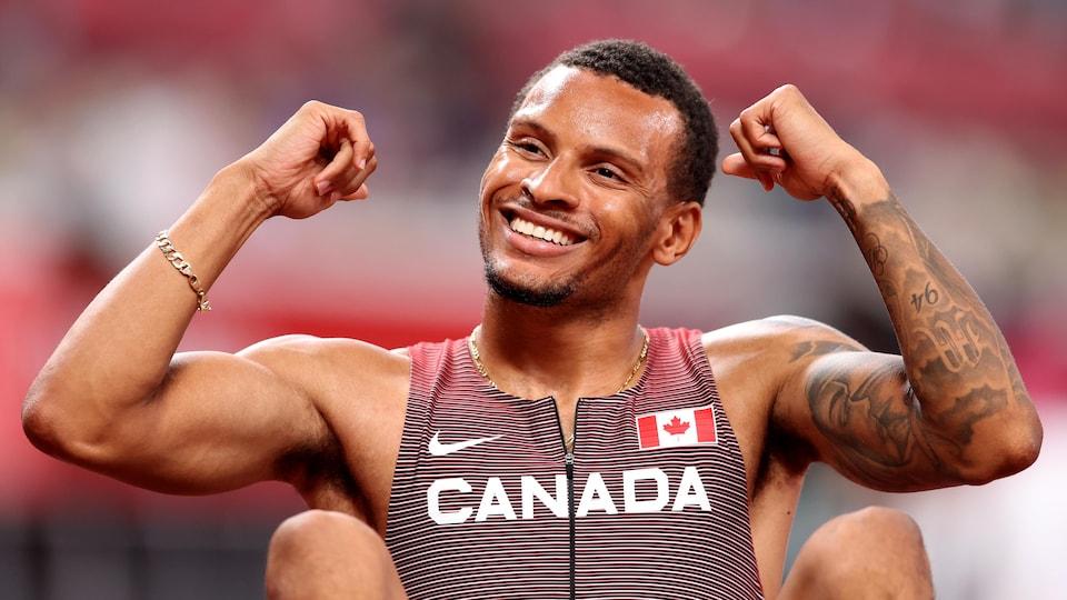Le Canadien Andre de Grasse souriant.
