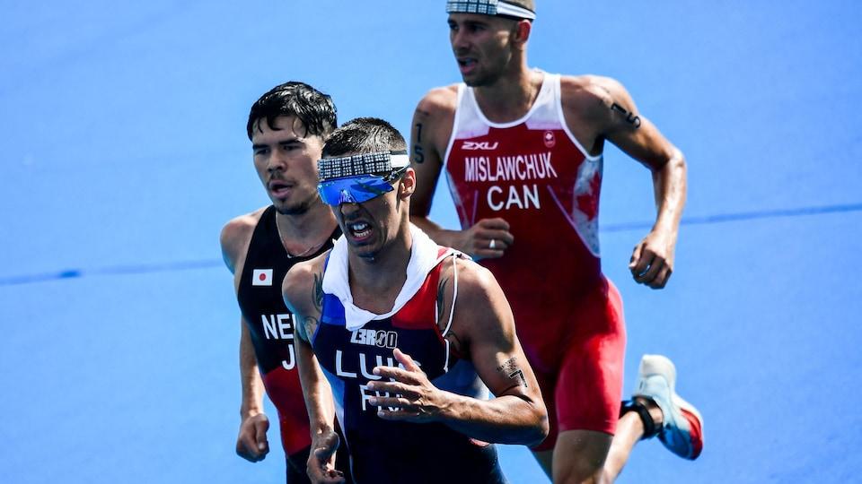 Le triathlète canadien fait la course avec un Japonais et un Français aux Jeux de Tokyo.