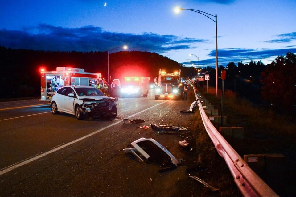 Une scène d'accident de voiture