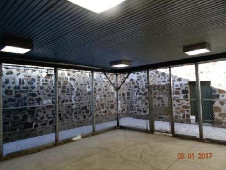 Photo de la cour intérieure de la prison de Thunder Bay.