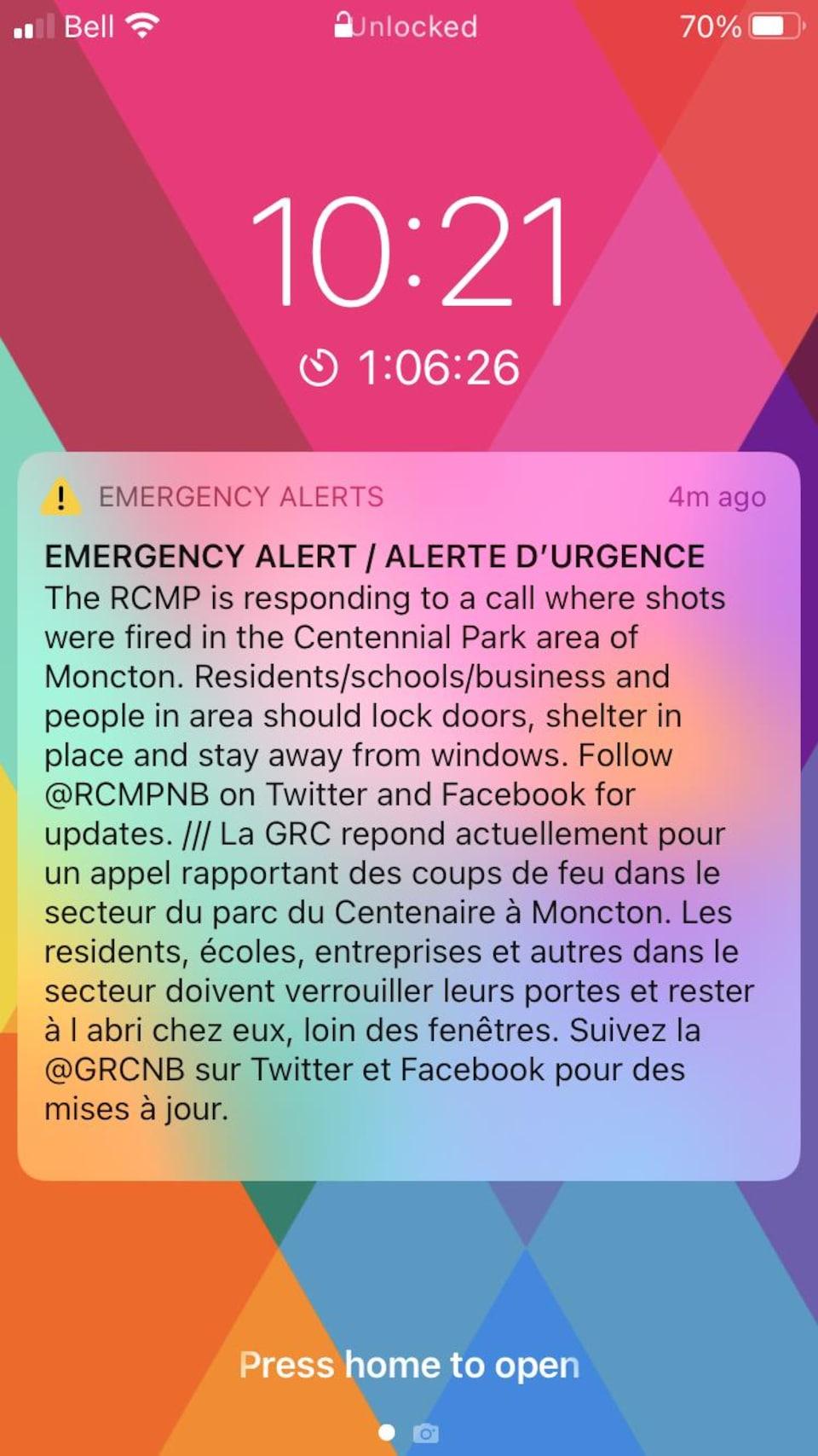 Message en alerte: Les résidents, écoles, entreprises et autres dans le secteur doivent verrouiller leurs portes et rester à l'abri chez eux, loin des fenêtres.