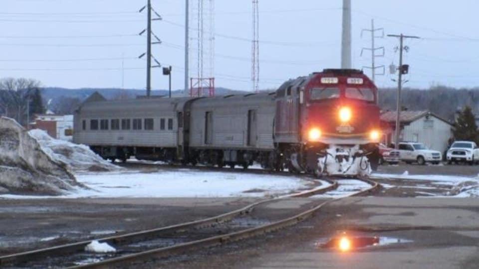 Le train de passagers Algoma qui ne roule plus depuis des années.