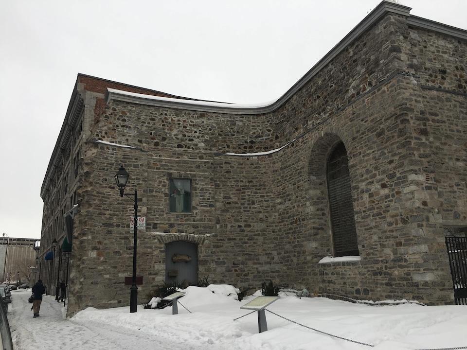Le bâtiment, vu de l'extérieur.
