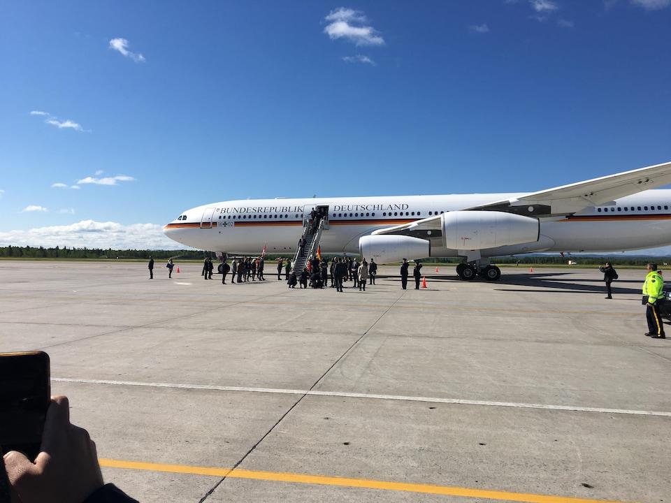 Angela Merkel lors de son arrivée à Bagotville.