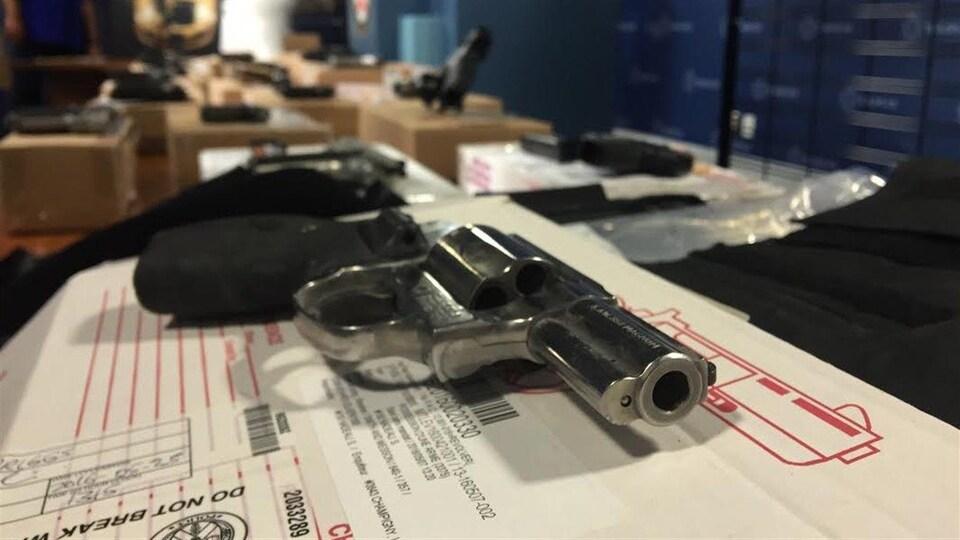 L'une des armes saisies par la police de Toronto lors de sa récente opération «Projet Sizzle».