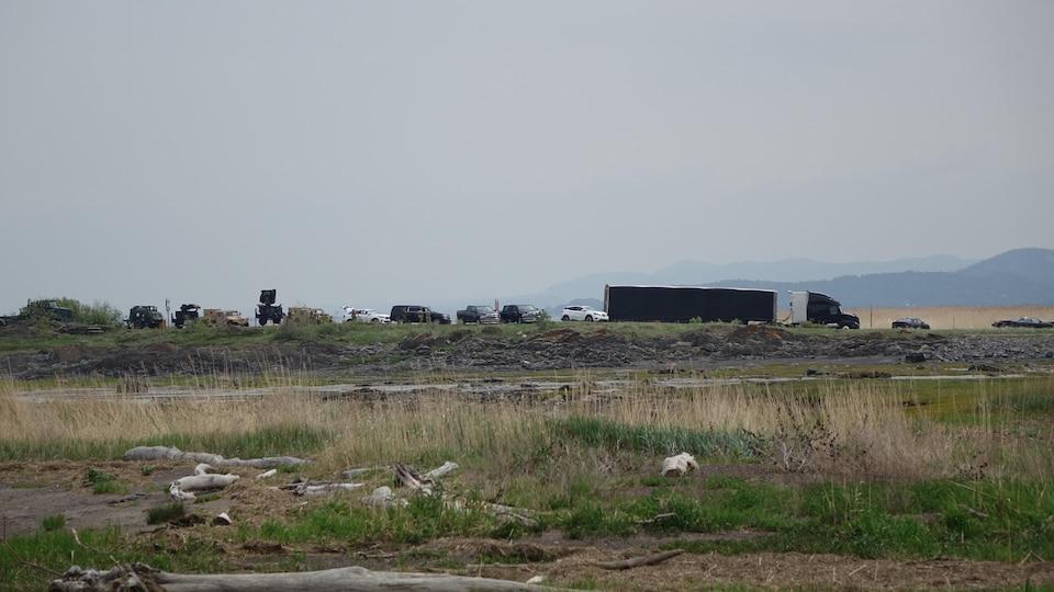 Camions militaires et radar