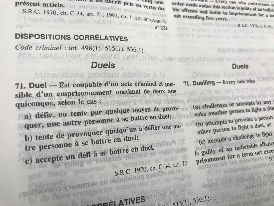 On peut y lire la définition de l'article qui interdit les duels