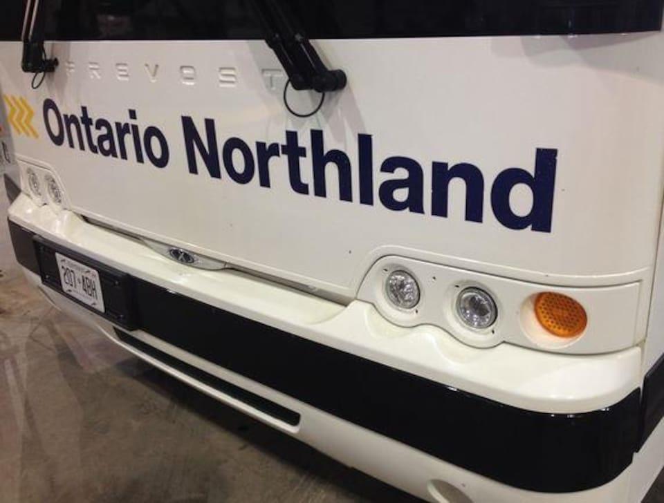 Le devant d'un autocar de la compagnie Ontario Northland.