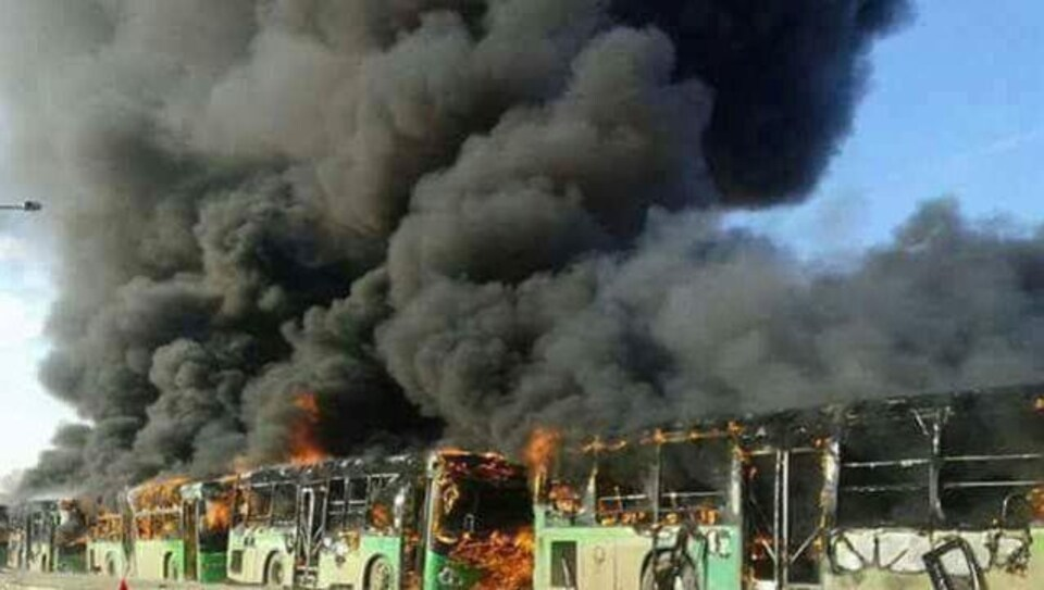 Quatre autobus en flammes à Idlib